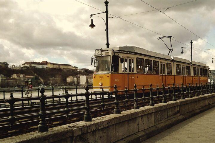 PEST_tram_2